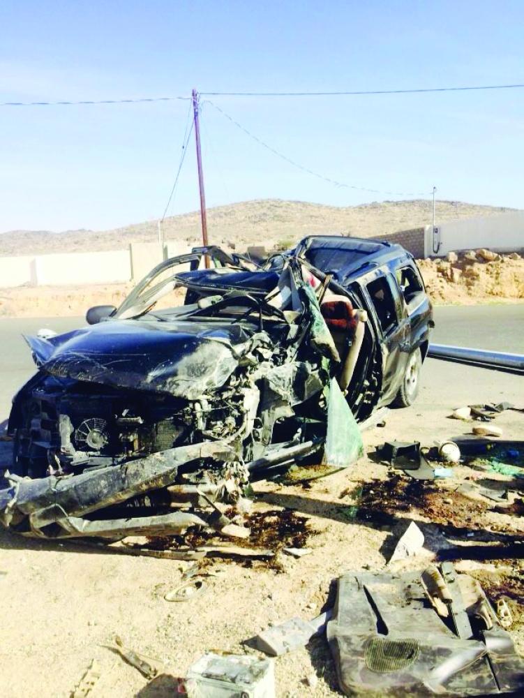 سيارة المعلمات في بيشة بعد الحادث. (عكاظ)