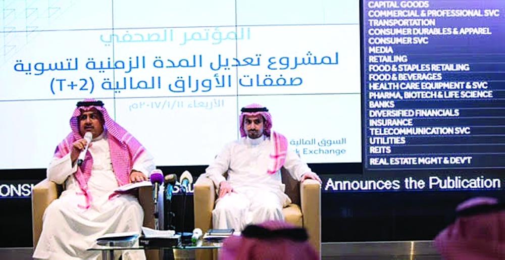 خالد الحصان خلال المؤتمر الصحفي الذي عقده أمس في الرياض. (عكاظ)