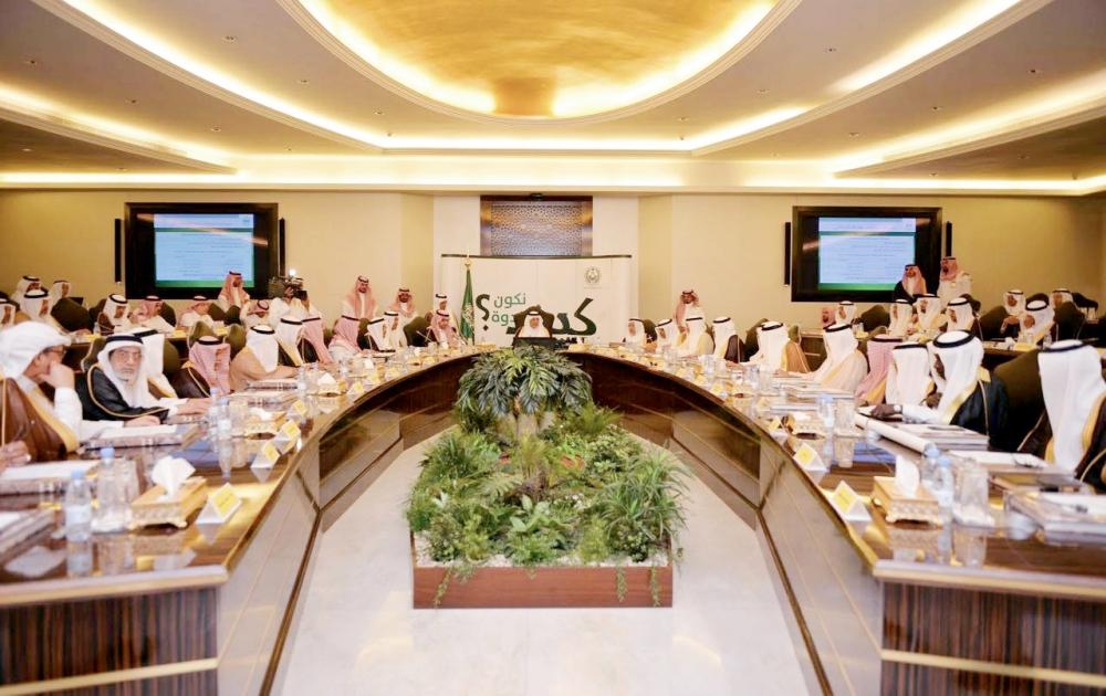 الأمير خالد الفيصل خلال ترؤسه اجتماع مجلس منطقة مكة المكرمة.