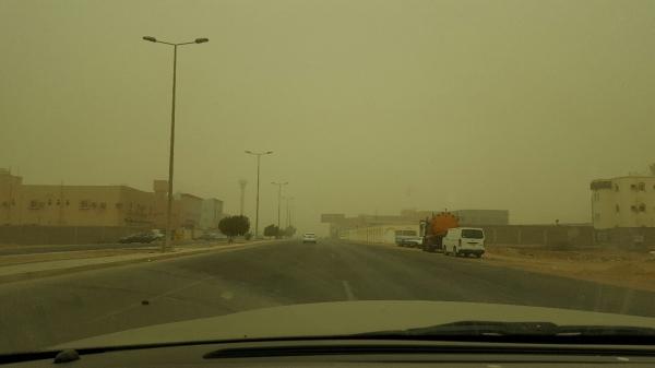 الغبار غطى سماء ينبع أمس.