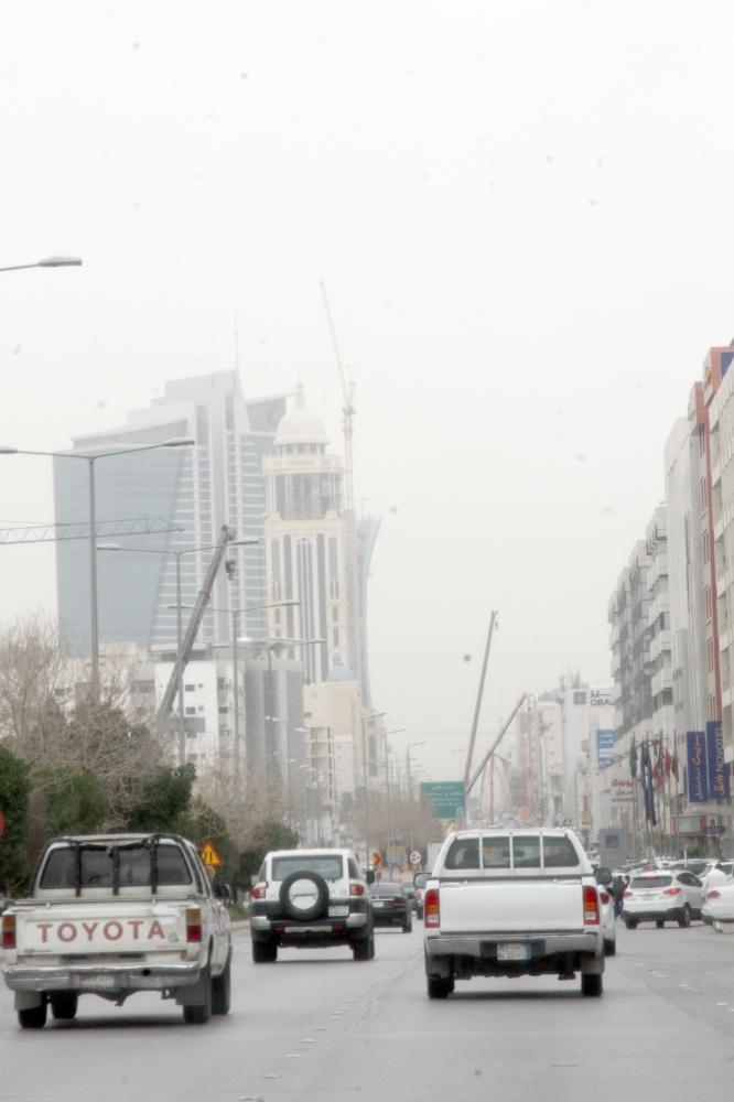 الغبار كما بدا في سماء الرياض.