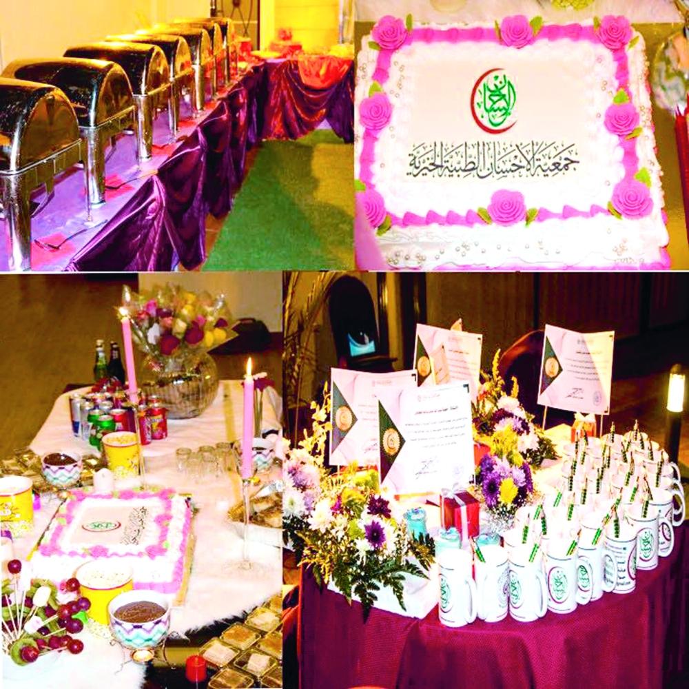 الهدايا الموزعة على المشاركات في الحملة. (عكاظ)