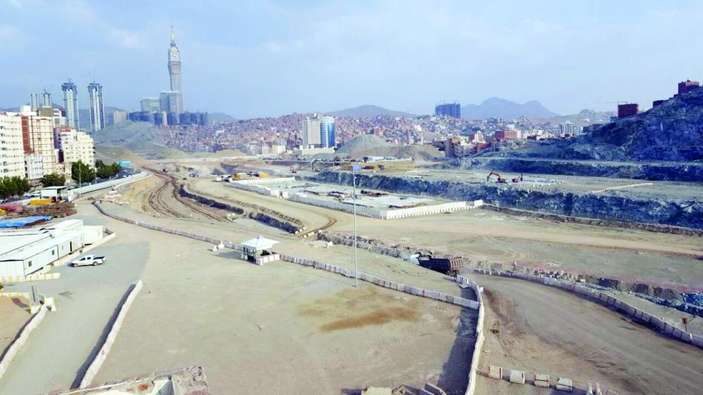 توسعة الطرق في مكة المكرمة ساهمت في تسهيل حركة السير.