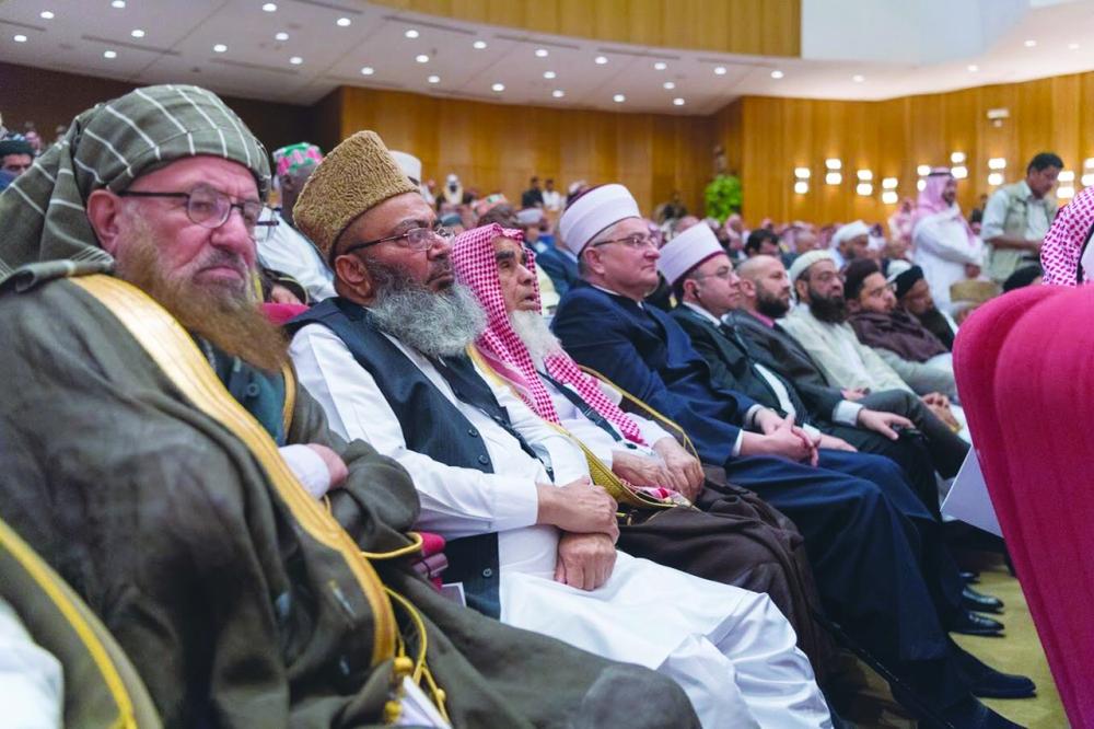 عدد من كبار العلماء والفقهاء المشاركين في المؤتمر.  (عكاظ)