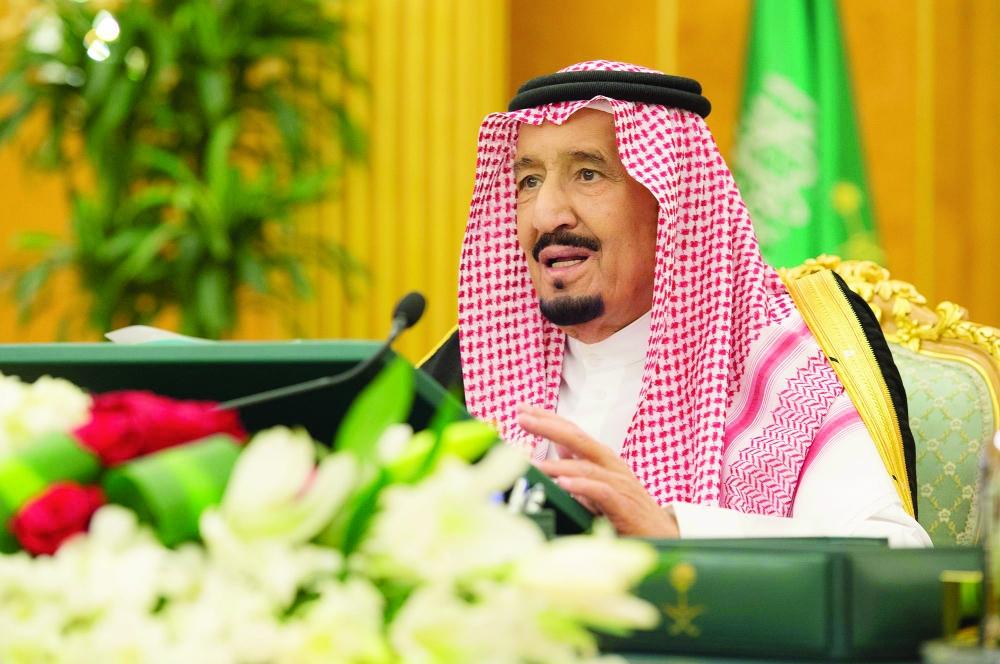 الملك سلمان متحدثا في جلسة مجلس الوزراء أمس بالرياض. (تصوير: بندر الجلعود)