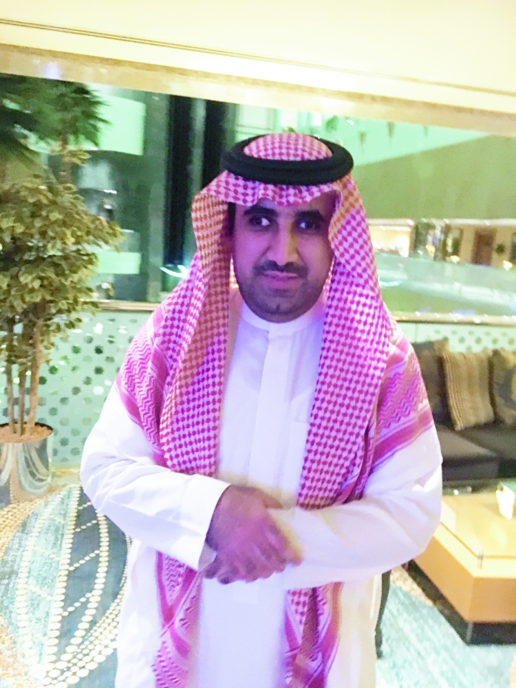 المحامي محمد الفضل.. فقد البصر وتسلح بالعلم
