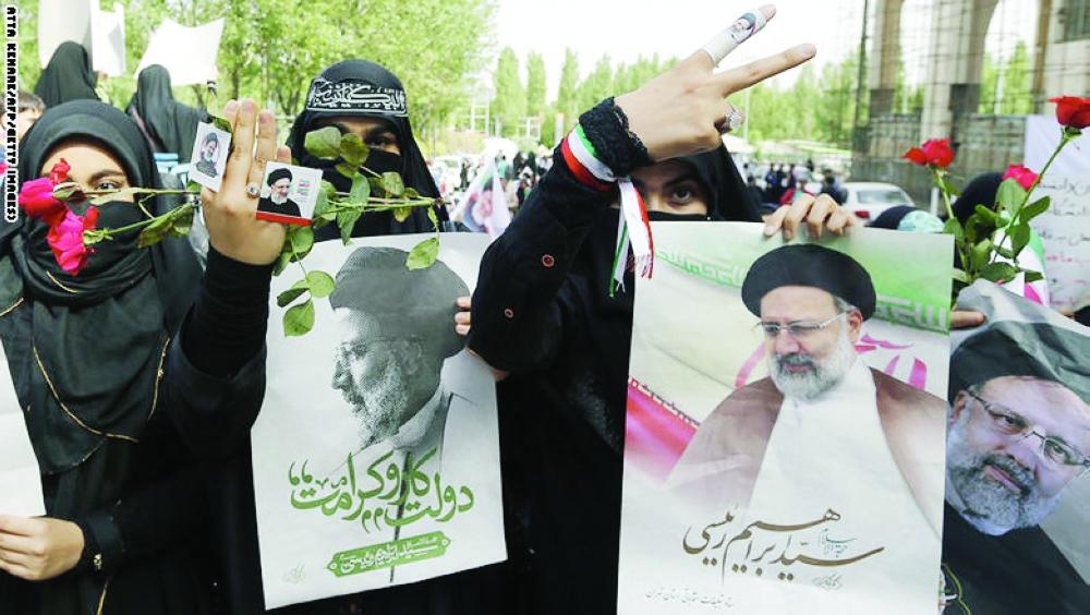 إيرانيات في حملة رئيسي. (متداولة)