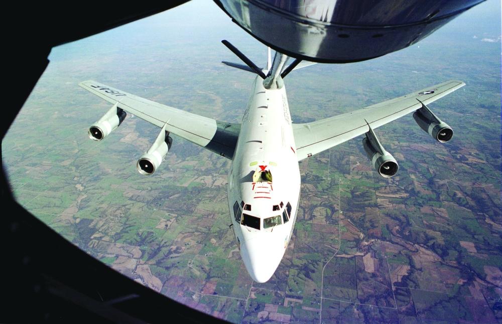 صورة وزعتها «رويترز» أمس للطائرة الأمريكية «دبليو سي-135 كونستانت فينيكس» التي اعترضتها الصين.