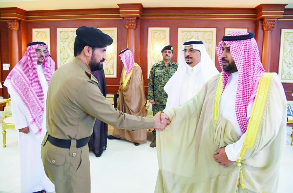 نائب أمير جازان خلال استقبال القيادات الأمنية بالمنطقة.