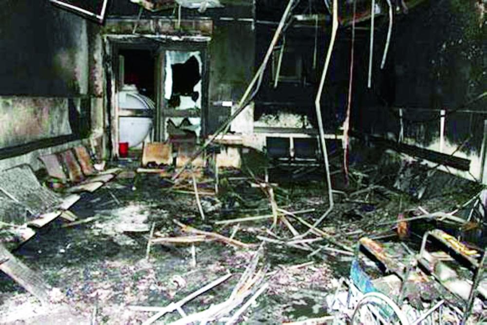 آثار الحريق الماضي داخل مستشفى جازان العام. (تصوير: محمد القيسي)